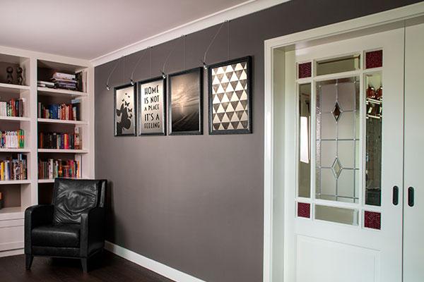 stas bilderschienen galerieschienen mit beleuchtung. Black Bedroom Furniture Sets. Home Design Ideas